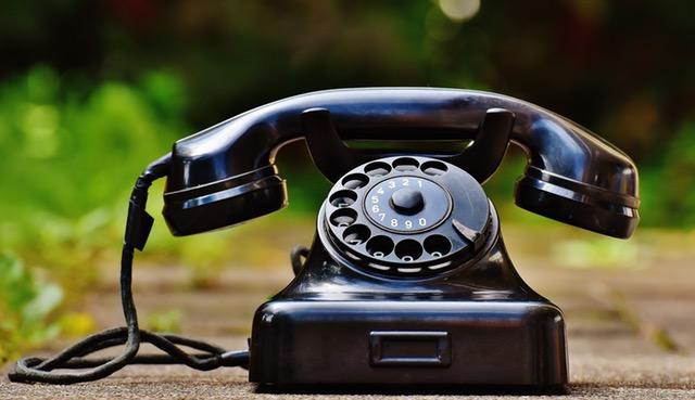 phone-old-year-built-1955-bakelite-163007.jpeg